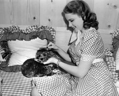 Judy Garland spending some quality time with her little toy poodle Chou Chou in her dressing room backstage on the set of ''Life Begins For Andy Hardy'', 1941 Old Hollywood Stars, Old Hollywood Glamour, Golden Age Of Hollywood, Vintage Hollywood, Classic Hollywood, Nostalgia, Shirley Jones, Liza Minnelli, Concert Stage