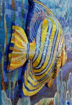 mosaic volumed fish Mosaic Garden Art, Mosaic Diy, Mosaic Crafts, Mosaic Wall, Mosaic Glass, Mosaic Tiles, Glass Art, Mosaic Designs, Mosaic Patterns