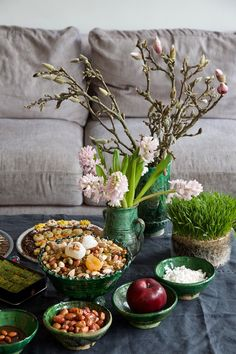 Basket Decoration, Table Decorations, Anthropologie Rug, Iranian New Year, Haft Seen, Pav Recipe, Lab, The Shah Of Iran, Persian Culture