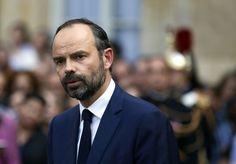 Édouard Philippe est premier ministre Premier Ministre, Philippe, Emmanuel Macron, Fictional Characters, Mai, Casseroles, Portrait, Beginning Sounds, Baby Born
