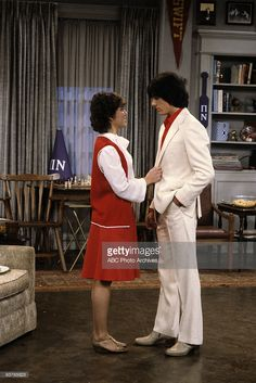JOANIE LOVES CHACHI - 'College Days' - Season One - 4/13/82, Joanie accepts an offer to play at a college fraternity party, but Chachi thinks it beneath them to perform at the event.,