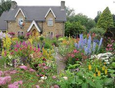 Garden And Lawn , Romantic English Garden Design : Cottage English Garden Design With Perennials