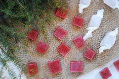 Hallonkola | Mat Såklart | Lina Abrahamsson Vegan Christmas, Christmas Sweets, Christmas Candy, Christmas Baking, Baking Recipes, Cake Recipes, Yummy Treats, Sweet Treats, Homemade Candies