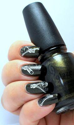 Charming Nails: Vetoketju kynnet