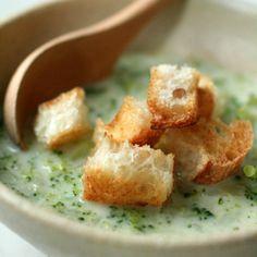 ブロッコリーとじゃがいものチャウダースープ〜ざくざくバゲット添え+by+samanthaさん+|+レシピブログ+-+料理ブログのレシピ満載! 胃が疲れた朝にぴったりな優しい味のスープです。