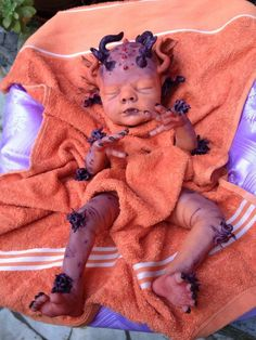 If it grosses me out, its a winner. Add stick on costume parts to a baby doll and stick body parts through cuts in towel Halloween Doll, Creepy Halloween, Halloween Projects, Halloween Cosplay, Halloween Costumes For Kids, Halloween Themes, Halloween Party, Reborn Dolls, Reborn Babies