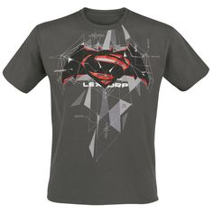 """Batman v Superman - Cubic Logo  - front print - round neckline - fit: regular cut  Are you a fan of DC comics but you can't decide if you like Superman or Batman more? If so, the movie """"Batman vs. Superman"""" surely had a big impact on you! Show it with the """"Cubic Logo"""" T-shirt with its large front print!"""