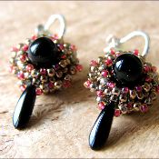 Free pattern for cute earrings! Made by Bianc Molen Designs