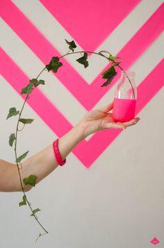 DIY coloring in pink neon Event Design, Stuff To Do, Neon, Plants, Pink, Coloring, Neon Colors, Plant, Pink Hair
