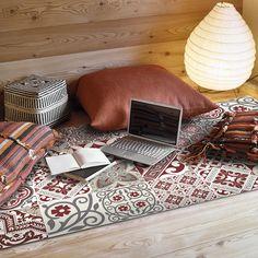 Beija Flor - Tapis de Sol en Vinyle Electric - Rouge - 70x120cm  http://www.homelisty.com/tapis-carreaux-de-ciment/