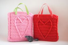 Free Crochet Pattern: Cable Heart Bags
