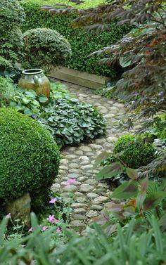 HAVETID. garden path