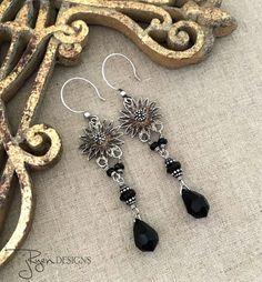 Lange Gypsy oorbellen, zwarte Bohemian oorbellen, Gypsy bengelen oorbellen, Zilveren bloem kroonluchter oorbellen, unieke Boheemse sieraden cadeau voor haar