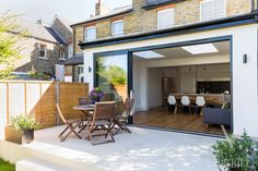 0558 - Rear extension in Surbiton. A single storey rear extension has been added to a family house in Surbiton. Kitchen Diner Extension, Kitchen Patio Doors, Open Plan Kitchen Dining, House Exterior, Roof Windows Kitchen, Flat Roof Extension, Open Plan Kitchen Living Room, External Sliding Doors, House Extension Design