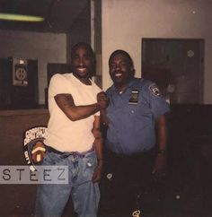 Tupac and Police Officer at Clinton Correctional Facility, 1995 (Rare Photo) 2pac, Tupac Shakur, Las Vegas Valley, Tupac Pictures, Rapper, Tupac Makaveli, America's Most Wanted, Bad Songs, Hip Hop World