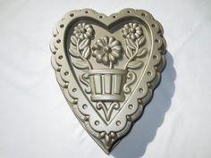Williams Sonoma Nordic Ware DECORATIVE FLORAL HEART Cake Pan Bundt #NordicWare Beautiful!