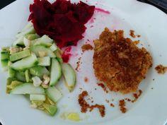 drei Farben auf dem Teller von Christina: Kichererbsen-Schnitzel mit Salaten
