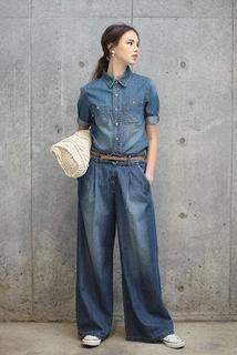デニムシャツにデニムのワイドパンツ☆レトロガールタイプのコーデ☆ 参考にしたいスタイル・ファッションのアイデア