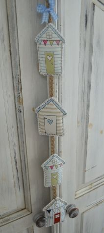 Beach Hut-Online could be used to decorate the Christmas tree House Quilts, Fabric Houses, Fabric Crafts, Sewing Crafts, Diy Crafts, Craft Projects, Sewing Projects, Projects To Try, Free Motion Embroidery