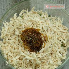 """Salată """"Mister"""" – nu pot reda prin cuvinte cât de bună e... - savuros.info Coconut Flakes, Spices, Keto, Recipes, Food, Salads, Rezepte, Essen, Recipe"""