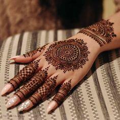 Henna Hand Designs, Henna Tattoo Designs, Mehndi Tattoo, Henna Tattoos, Circle Mehndi Designs, Round Mehndi Design, Modern Henna Designs, Indian Henna Designs, Mehndi Designs For Girls