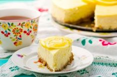 Goat Cheese Cake with Hazelnut, Easy and Cheap - Clean Eating Snacks Lemon Cheesecake Recipes, Raw Cheesecake, Banana Bread Recipes, Cheap Clean Eating, Clean Eating Snacks, Cold Cake, Raw Desserts, Graham Cracker Crumbs, No Calorie Foods