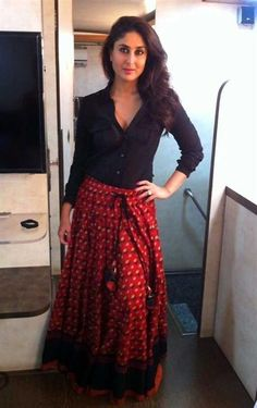 Use saias longas étnicas com estilo - Indian Fashion - Indian Skirt, Indian Dresses, Indian Outfits, Long Skirt Fashion, Long Skirt Outfits, Long Skirts, Tops For Skirts, Jean Skirts, Denim Skirts