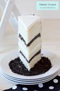 Oreo Cake-white frosting is way too sweet. Instead of 2 Oreo vanilla layer, I would lighten the Oreo frosting with double-ish vanilla frosting, and use it on all three layers. Frosting Recipes, Cupcake Recipes, Baking Recipes, Cupcake Cakes, Dessert Recipes, Buttercream Frosting, Oreo Frosting, Dessert Healthy, Vanilla Buttercream