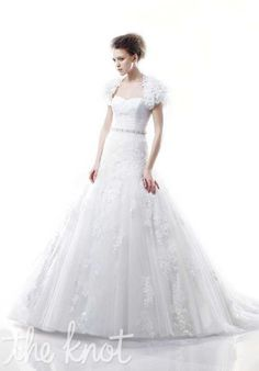 Blue by Enzoani Dabra Wedding Dress photo