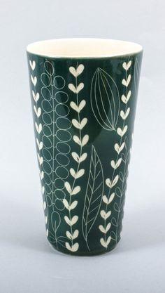 Vintage Arabia Finland Green Leaf Decor Vase Vines by ThePapers Vintage Vases, Vintage Pottery, Vintage Ceramic, Vine Leaves, Vintage Kitchenware, Sgraffito, Ceramic Pottery, Pottery Art, Vases Decor
