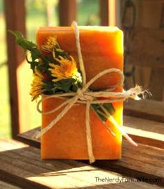 Honey & Dandelion Soap Recipe Dandelion and honey soap. I have lots dandelions in our yard, looks like this might be a good use for them! Love the beautiful yellow color of this soap too! Handmade Soap Recipes, Soap Making Recipes, Handmade Soaps, Diy Soaps, Handmade Products, Homemade Beauty, Diy Beauty, Diy Savon, Honey Soap