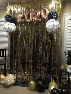 Birthday Balloon Decorations, Birthday Balloons, Party Time, Chandelier, Ceiling Lights, Home Decor, End Of Year, Candelabra, Decoration Home
