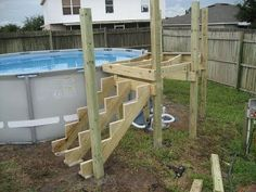 How to build a pool deck. - this is exactly what I want for my pool! Oberirdischer Pool, Swimming Pool Decks, Intex Pool, Diy Pool, Pool Fun, Above Ground Pool Steps, Above Ground Pool Landscaping, In Ground Pools, Deck Landscaping