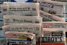 Por la noche antes de cenar leo los titulares de la prensa.