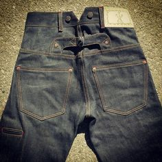 """American work wear has a certain appeal. (Red Wite Blue Co. """"Westmoreland trousers handmade in the U. Army Clothes, Denim Jeans Men, Nudie Jeans, Work Jeans, Cool Jackets, Costume, Denim Outfit, Vintage Jeans, Denim Fashion"""