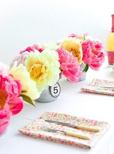 5 PRETTY FLOWER TABLESCAPES