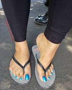#flawlessfeet Pretty Toe Nails, Pretty Toes, Feet Soles, Women's Feet, Long Toenails, Nice Toes, Foot Pics, Sexy Sandals, Beautiful Toes