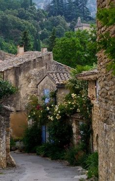 Oppède village, Luberon, Provence, France- beautiful place i would be happy to get lost in! Luberon Provence, Provence France, Provence Style, Oh The Places You'll Go, Places To Travel, Places To Visit, Wonderful Places, Beautiful Places, Bósnia E Herzegovina