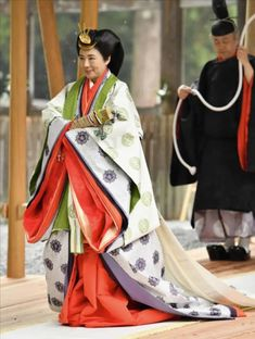 Japan's Empress Masako at the Ise Grand Shrine of Geku for he enthronement of Emperor Naruhito in Ise, Mie Prefecture, Japan, 22 November Japanese Costume, Japanese Kimono, Ise Grand Shrine, Old Prince, Royal Life, Japanese Outfits, Royal Jewels, Emperor, The Empress