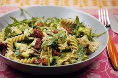 Italienischer Nudelsalat mit Rucola und Honig-Senf-Dressing