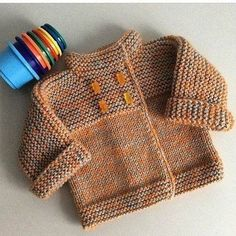 quickly a knit vest for the return – baby sweaters Baby Knitting Patterns, Knitting For Kids, Baby Patterns, Free Knitting, Baby Vest, Baby Cardigan, Knit Vest, Crochet Baby, Knit Crochet