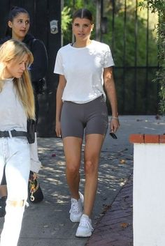 Sofia Richie Tight Short Style in Los Angeles – Fitness Shorts Shorts Casual, Summer Shorts Outfits, Trendy Outfits, Cute Outfits, Fashion Outfits, Gym Shorts, Sport Shorts, Leggings Outfit Summer, Celebrity Casual Outfits