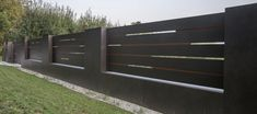 XCEL Flow Fence with LED lighting, ready concrete bollards Front Wall Design, House Fence Design, House Main Gates Design, Door Gate Design, Main Door Design, Gate Designs Modern, Modern Fence Design, Fancy Fence, Compound Wall Design