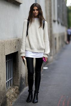 Photos via: Style Bistro Model Taylor Marie Hill is absolutely stunning. Her sweater and leather pants look during Milan Fashion Week makes for perfect model-off-duty style inspiration. Get the look: Looks Street Style, Looks Style, Pullover Mode, Look Boho, Models Off Duty, Inspired Outfits, Mode Inspiration, Fashion Inspiration, Outfits Inspiration