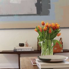 I love to decorate with #tulips in the #Spring. #interiors #livingroom #seyiedesign #interiors #fashionableinterior #interiorbranding #consumerexperience #fashionmeetsfunction #luxuryliving #contemporary #Beverlyhills #vogue #herend #art #tablescape #blueinterior #decorating