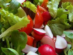 Grilovaná panenka, zeleninový šalát a VARIETO Frankovka modrá ROSÉ z vinárstva Karpatská perla... www.vinopredaj.sk  ....... #karpatskaperla #frankovkamodra #frankovka #rose #panenka #salat #salad #jedlo #food #obed #dinner #inmedio #wineshop #recept #vino #wine #wein #varieto