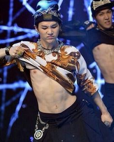 Lol he has a funny belly button