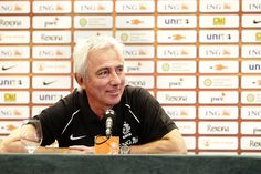 """The Korea Football Association announced on August 6 that """"Lee Yong-Soo, the head of the technical committee, departed on August 5 from Incheon to negotiate with a new candidate for the new national team manager position."""" The candidate they are referring to is the Netherland's Bert van Marwijk, who had led the Dutch national team to finals in the 2010 South Africa World Cup. Lee, who has left for Amsterdam, is said to possibly stay in the city until he closes the new manager deal."""