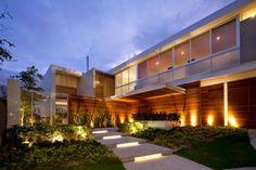 Decor Salteado - Blog de Decoração e Arquitetura : Fachadas de casas com madeira - veja 30 modelos modernos e maravilhosos!