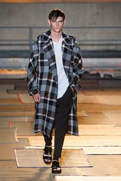 Cerruti Spring/Summer 2015  oversize coat with the pattern looks caual and morden style